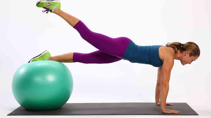 Các bài thể hình rèn luyện thân thể với bóng tập gym