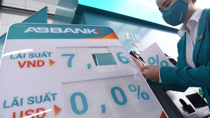 Lãi suất huy động đồng loạt giảm tại nhiều ngân hàng